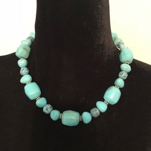 Jewelry - Turquoise beaded necklace